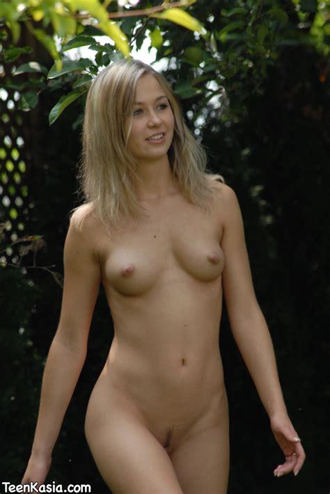 yeen nude jpg 1071x1600
