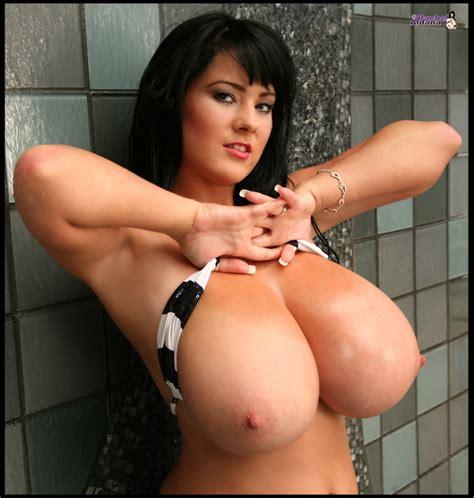 big breast in bikinis jpg 950x1000