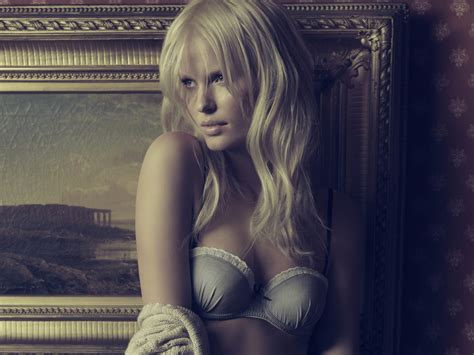 gorgeous naked fanny jpg 2500x1875